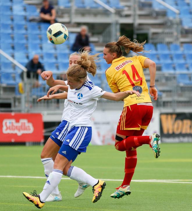 Frida Thörnqvist. Den här gången med huvudet
