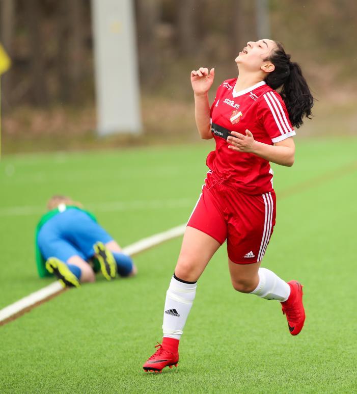 Nicole Tabari jublar efter 2-0 Foto: Claus Meyer
