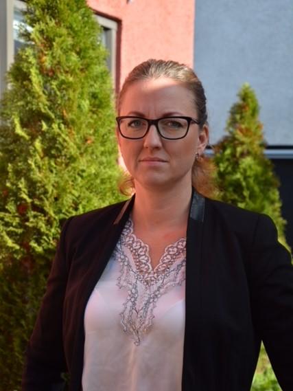 Jannice Rockstroh (S) vill arbeta för en mer jämlik kunskapsskola och oroas över några placeringar i Lärarförbundets kommunranking såsom lärares sjukskrivningstal och lärartäthet i skolan.