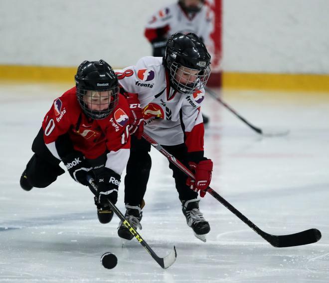 Pausunderhållningen av Tyresö/Hanvikens hockeyskola höll hög klass. Vill någon förälder köpa bilder från detta så finns de på<span>meypics.se</span>