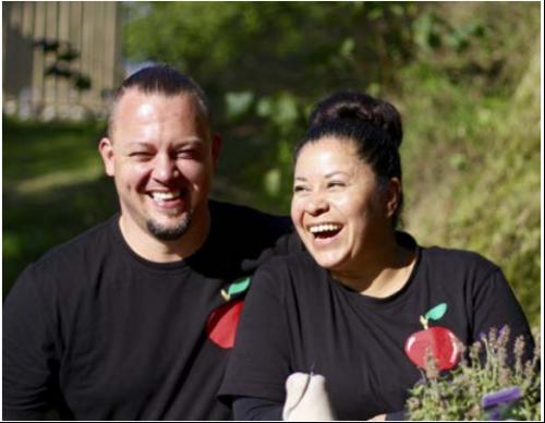 Grundarna Hasse Leis och Ines Vergura Rodrigues fotograferade i samband med ett reportage i Tyresö Nyheter 2016 när musteriet precis öppnat