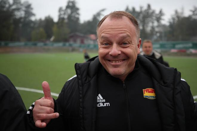 Gå Fotbollens affischnamn i Tyresö, Peter Thomasson, var också han på matchen.