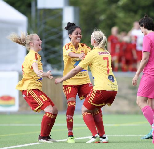 Tess Boström tackar Lawlaw Nazeri för upplägget till 4-3