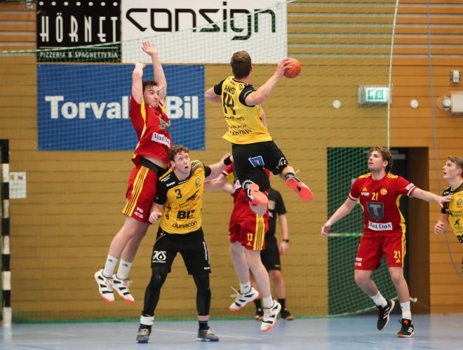 Spänstiga Jack Månsson pröver skottlyckan.