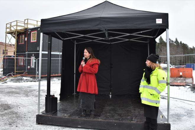Kommunstyrelsens ordförande Anita Mattsson hälsade alla nya och gamla Tyresöbor hjärligt välkomna till att flytta in Myntan.