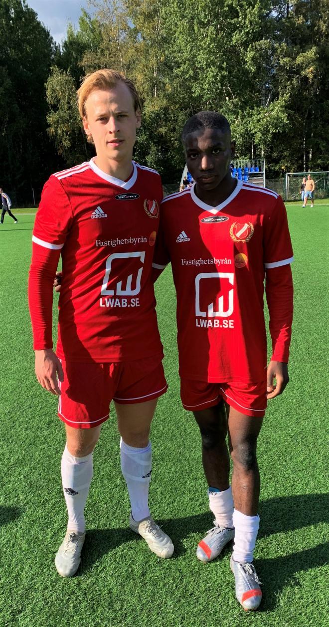 Ayomide Jibodu och Lucas Brikell gjorde varsitt mål för Hanviken i matchen mot Enhörna.