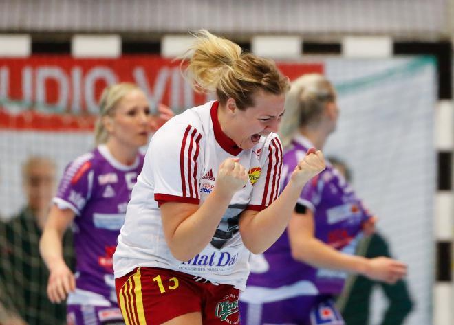 Olivia Svalstedt gör mycket mål och blir alltid lika glad
