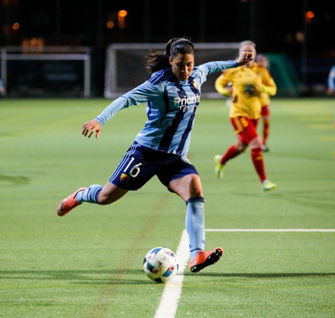 Tempest-Marie Norlin en av Allsvenskans snabbaste spelare, plockades ner av Josefine Lindberg.