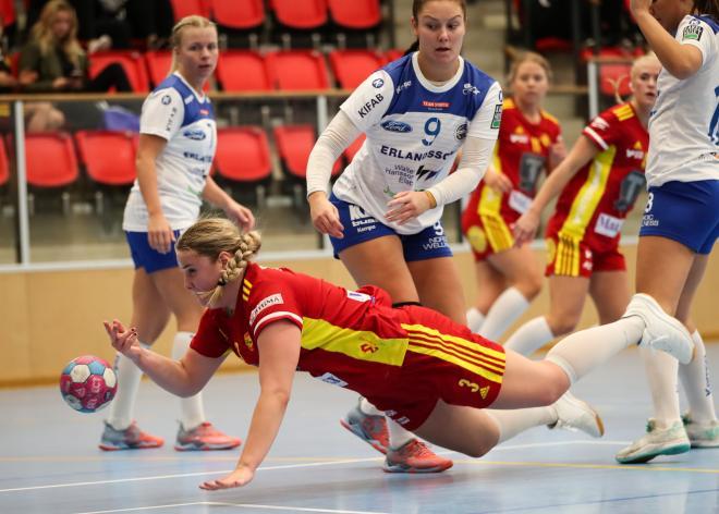 Frida Höglund kan också flyga lågt.