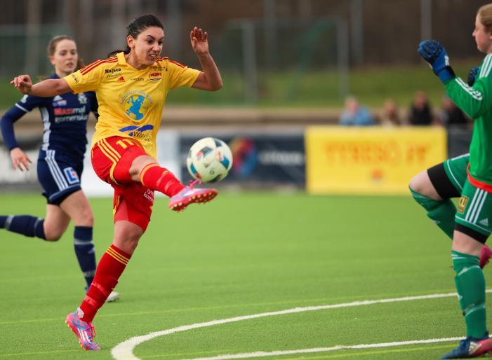 Maria Poli lobbar iskallt in 3-1 över Jasmin Perman Rosell<br />Foto: Claus Meyer