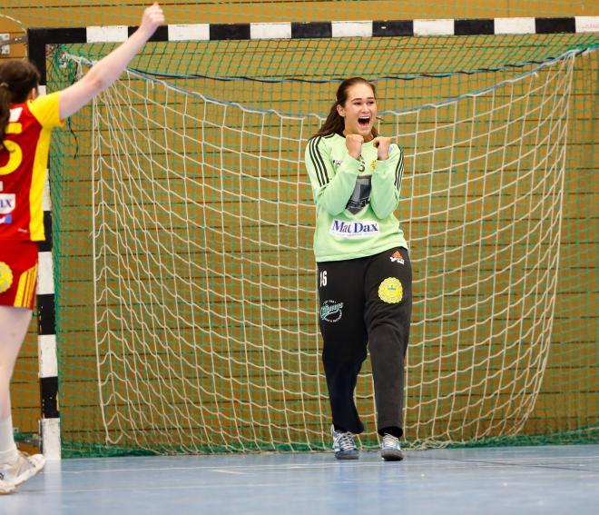 Evelina Eriksson jublar efter att ha satt ett av sina två mål.