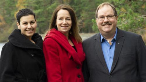 <span>Ajda Asgari, Miljöpartiets toppnamn, Anita Mattsson, (S) kandidat till kommunstyrelsens ordförande, Mats Lindblom (L) vice ordförande kommunstyrelsen.</span>