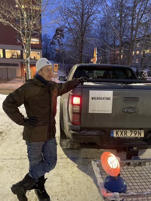 Henrik Boesen från Wild at eating har i vanliga fall gårdsbutik och restaurang i Skarpnäck och säljer egenfångat vilt som älg, dovhjort, vildsvin och viltfärs.
