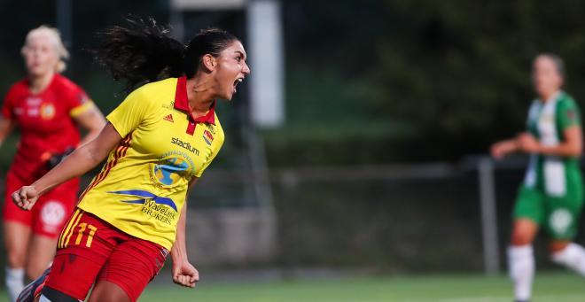Maria Poli jublar efter att 1-0 målet slutligen rullat in.