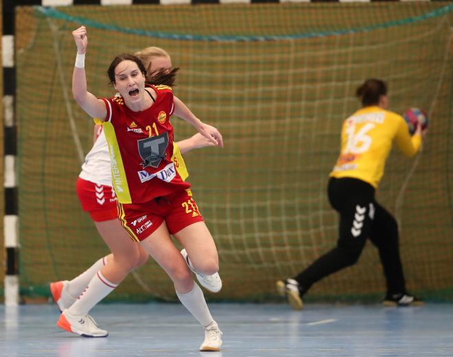 Fanny Norsten jublar efter ett av sina sex mål.