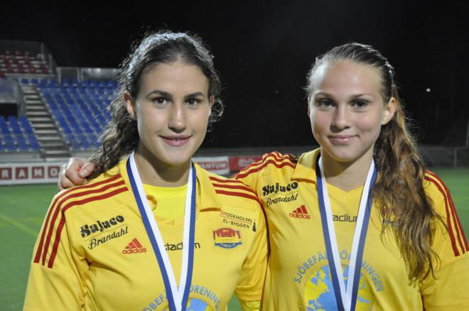16 åringarna Victoria Isaksson och Frida Thörnqvist såg med varsitt mål till att Tyresö FF tog sin första titel sedan 2009