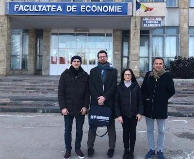 <span>Mathias Tegner, svensk parlamentariker och Pere Joan Pons Sampietro, spansk parlamentariker med tolk och chaufför i Chisinau</span>