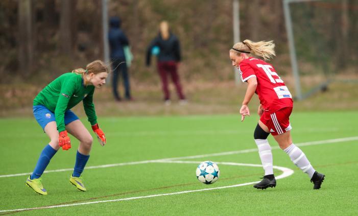 Åkerlund ensam med Wendela Sparrman och då blir det 3-0 Foto: Claus Meyer