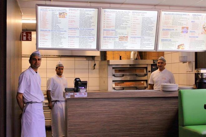 Köket är helt nytt och menyn erbjuder även kebab och sallad.