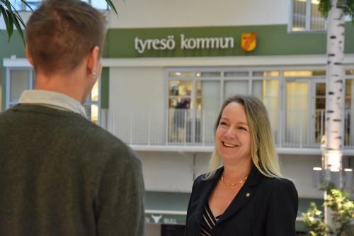 Anita Mattsson (S), kommunstyrelsens ordförande med kommuninvånare