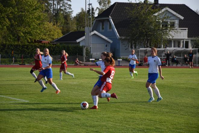 Nicole Tabari rundar IFK-försvaret