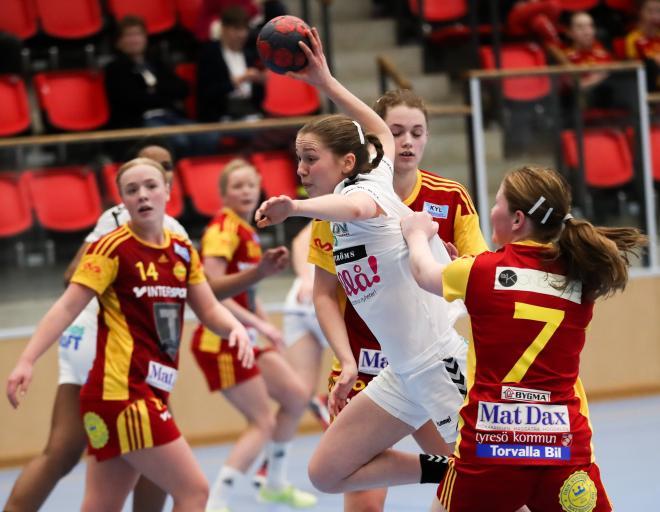 Misstänkt tröjdragning på Hanna Hellström