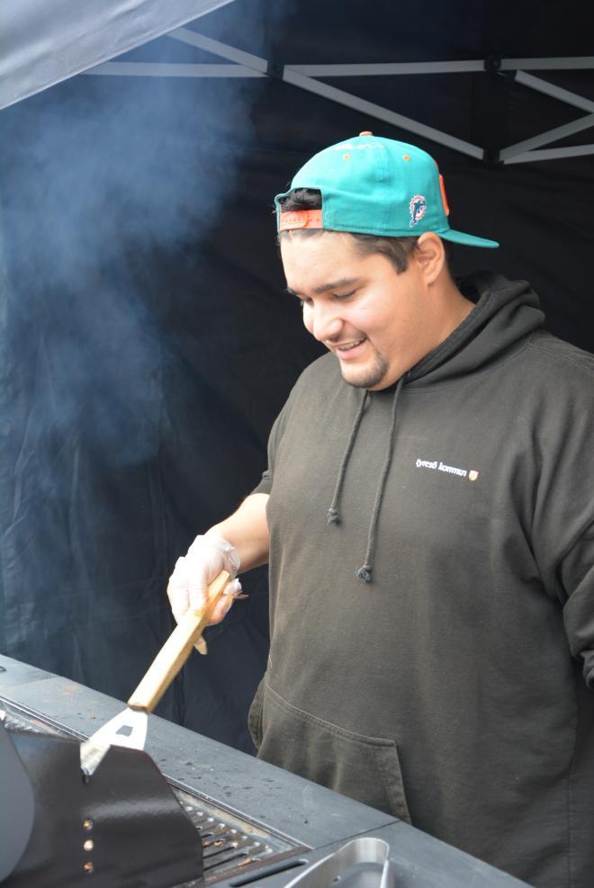 <span>Fritidsgårdarna i Tyresö hade många aktiviteter på festivalområdet, här Palle som grillar.</span>