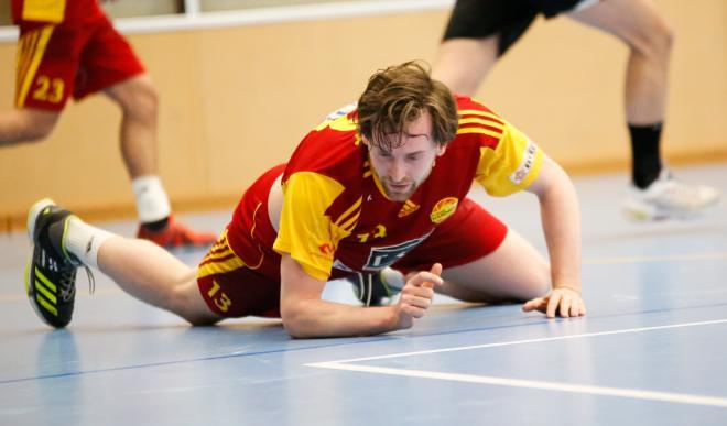 Henke Lundvall ledde sina pojkar till en första kvalseger.