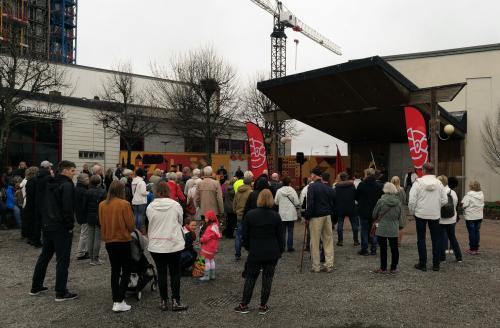 Över hundra personer samlades på Forelltorget