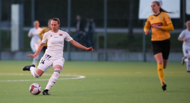 Frida Thörnqvist nätar från 35 meter! Foto: Claus Meyer