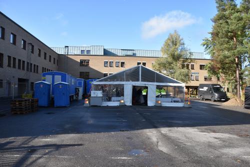 På denna plats, bakom Bollmora vårdcentral, ska det nya äldreboendet uppföras