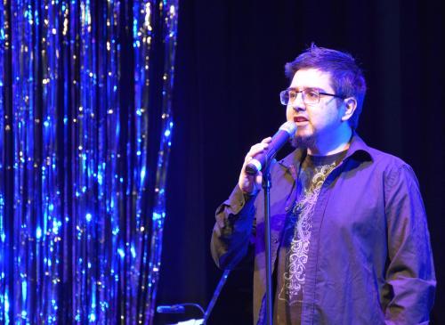 Förra årets vinnare Moises Rumie framförde Bright Eyes.