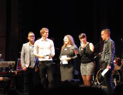 Juryn, Fernando Brito, Erik Linder och Anna Ekman, tillsammans med Ninni Bautista och Elias Moberg