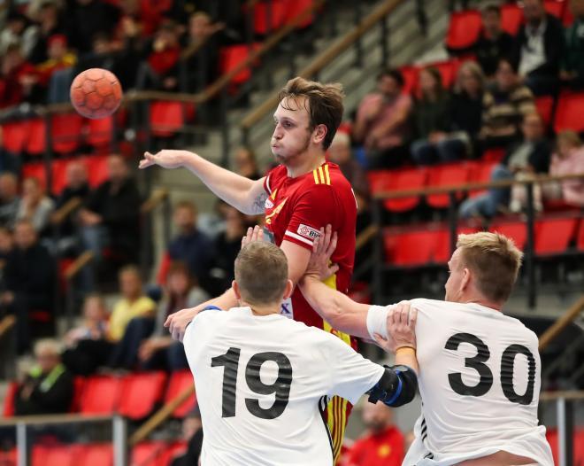 Jesper Johansson tampas mot Jesper Linell och Gustav Rydergård.