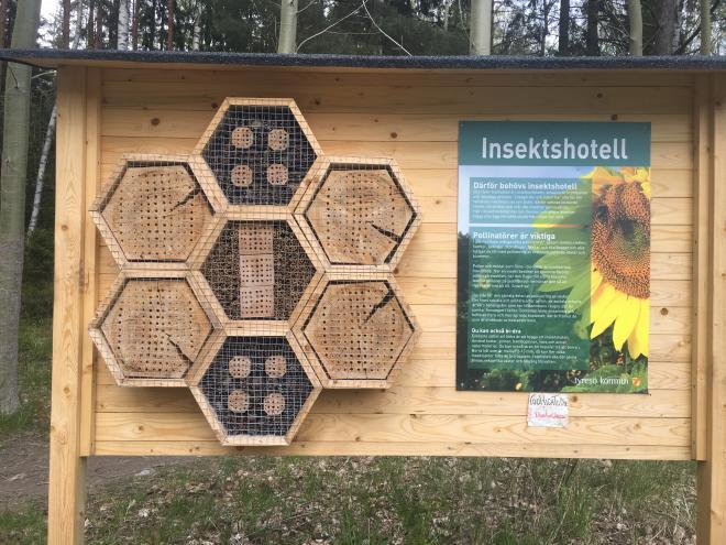 Insektshotell på Wättinge gårdsväg