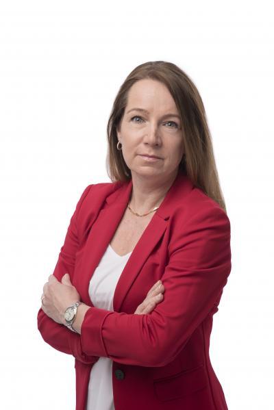 Kommunstyrelsens ordförande i Tyresö Anita Mattsson (S) är upprörd över den budget som Moderaterna, Kristdemokraterna och Svergiedemokraterna drev igenom tillsammans.