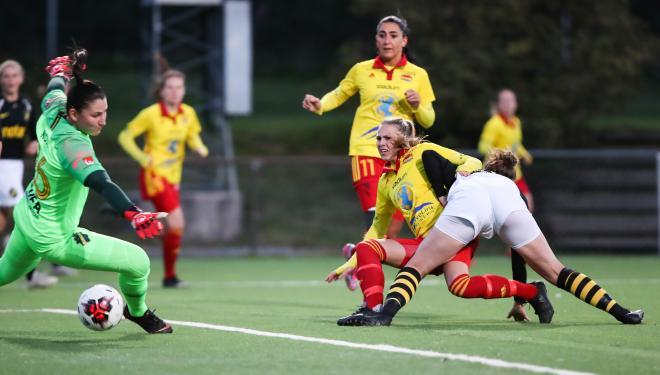 Frida Thörnqvist chockar AIK och sätter 1-0 efter 5 minuter.