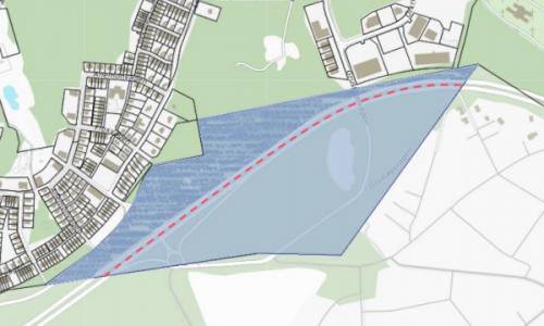Det blåmarkerade området visar fastigheten Erstavik 6:15 var av den kritade delen föreslås fastighetsregleras in i fastigheten Nacka Älta 10:1. Den rödsträckade linjen visar förslagen sträckning av ny kommungräns. Bildtext från Tyresö kommun.
