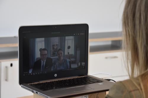Kommunstyrelsen ordförande Anita Matttsson (S) tog emot kronprinsessparet och berättade om hur pandemin påverkat situationen i Tyresö.