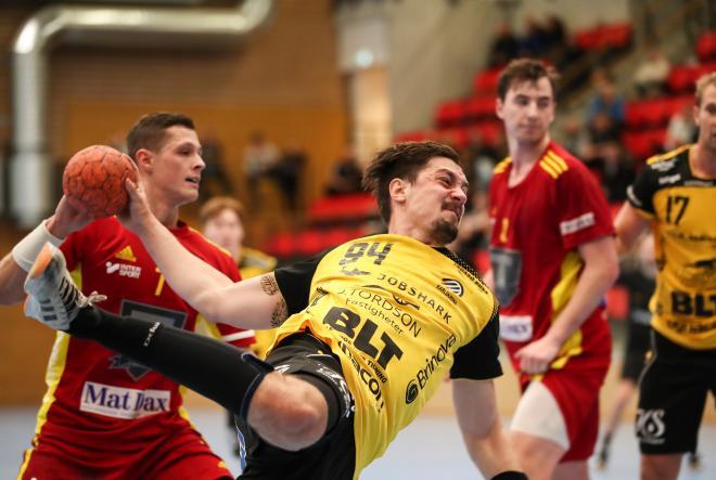 Tobias Nordahl bryter igenom Tyresös försvarsmur