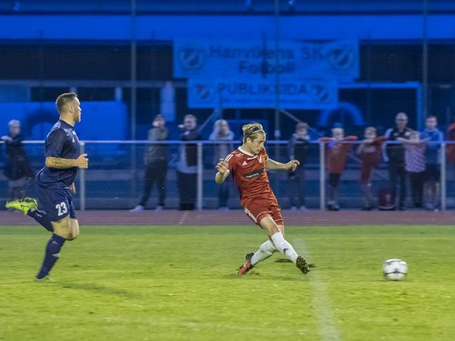 Lucas Jonzon sätter iskallt 3-1 för HSK.