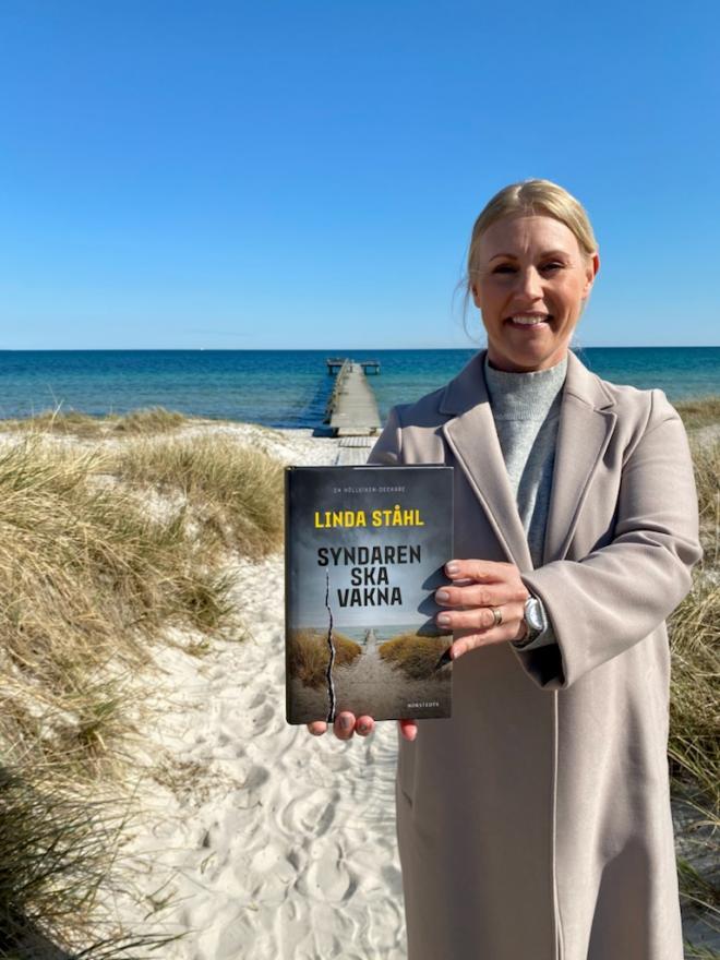 Lindas bokomslag återvänder till brottsplatsen.