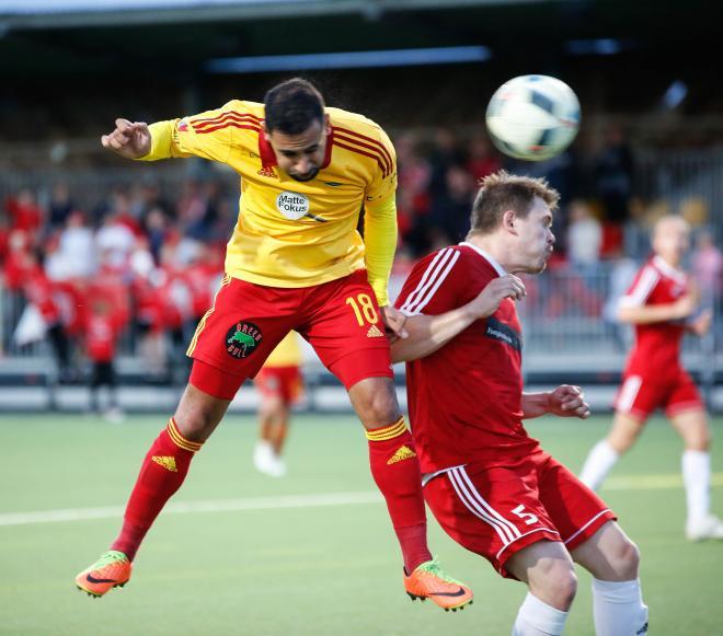 Josef Rakez stänger matchen med sitt 3-1 mål.