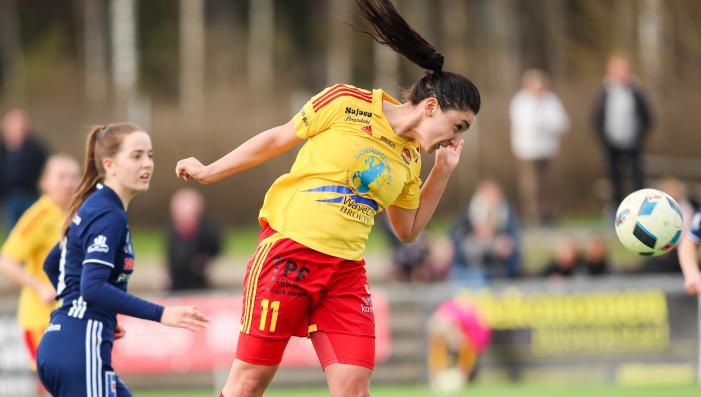 Maria Poli försökte även göra mål med huvudet<br />Foto: Claus Meyer