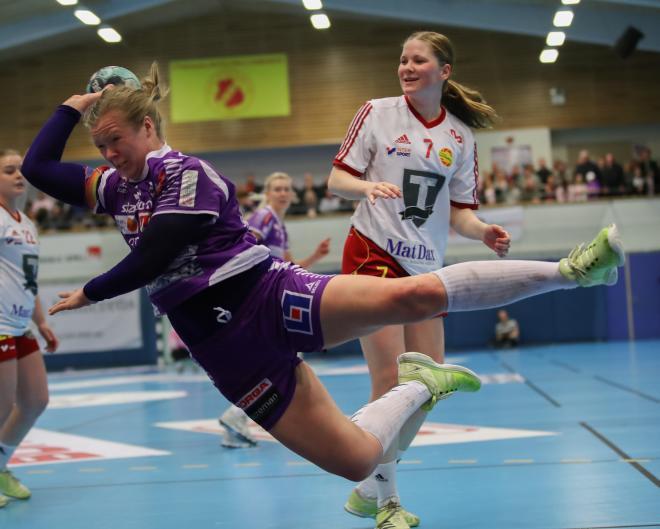 Caroline Friberg, Skaras hårdaste, vräker sig in framför mål
