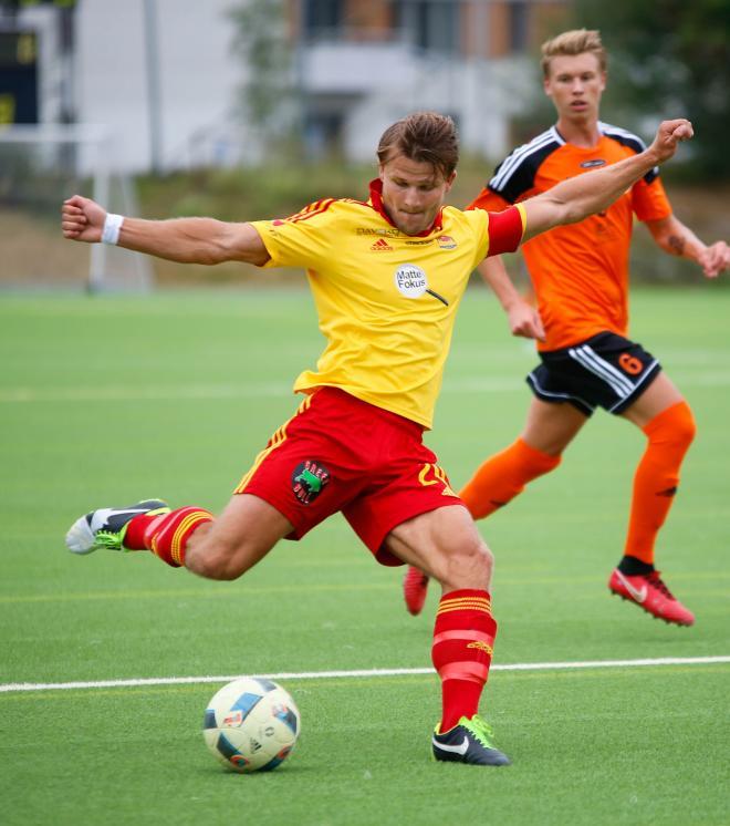 Mattias Andersson hade ett utmärkt tillfälle att ge TFF ledningen.