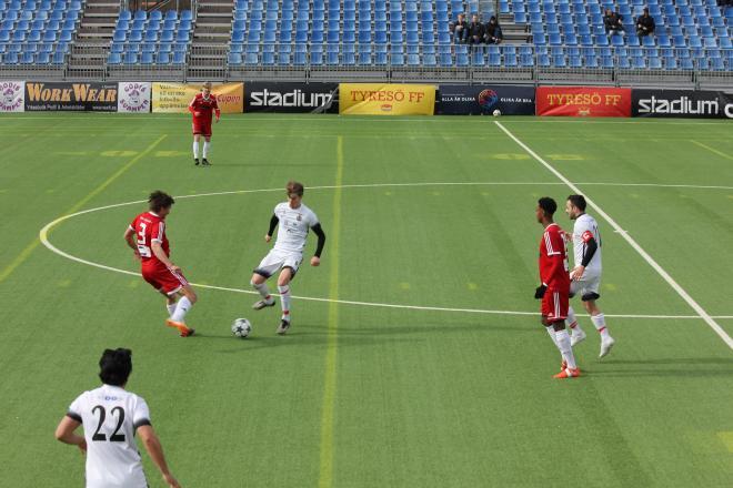 Östberg var en av planens giganter när HSK överraskande slog FC Stockholm