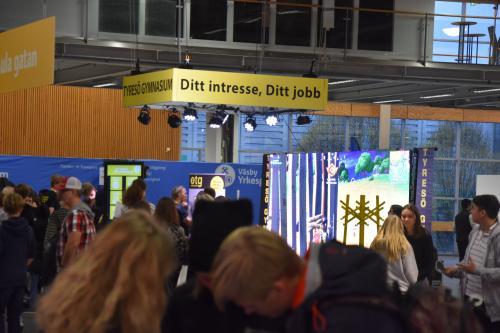 Tyresö Gymnasium - Ditt intresse, Ditt jobb, syntes över stora delar av mässhallen.