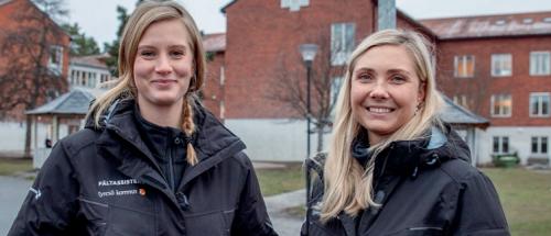 -Vårt fokus är det förebyggande arbetet, säger fältassisteterna Monica Robertsson och Emelie Jansson.