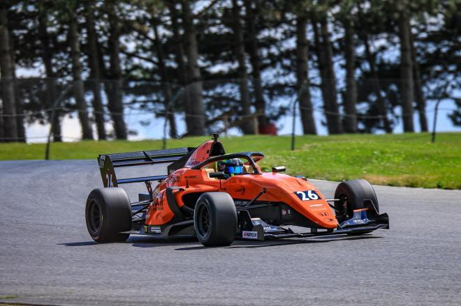 Linus kör en Ligier JS F3 med 303 häskrafter under huven.
